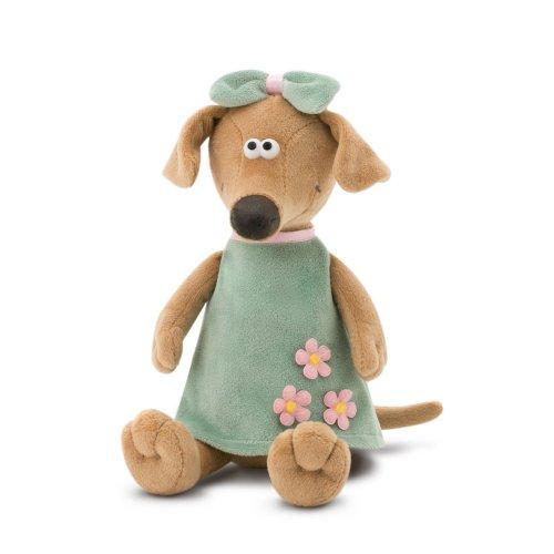 Pes Zuza zelené šaty (20 cm) (1)