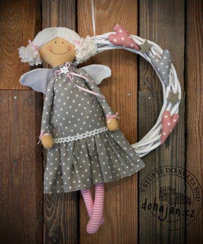 Andělka s věncem (šedá) (1)